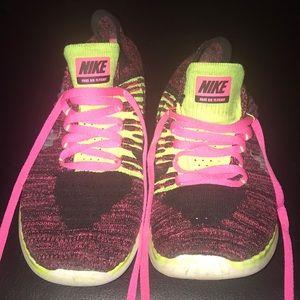 Nike Free RN Flynit...6.5 Youth